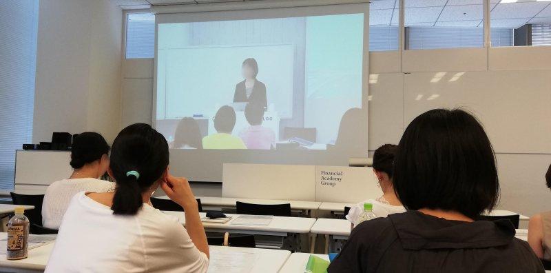 ファイナンシャルアカデミー大阪講師授業風景