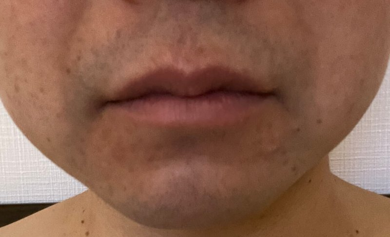 髭を一ヶ月伸ばす